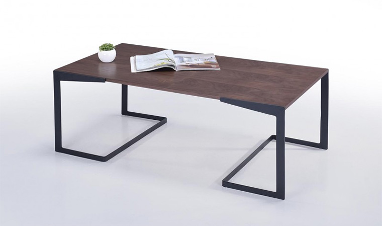 Table basse design en metal